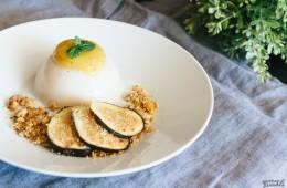 Pannacotta vegana con mermelada de higos y crumble de nueces
