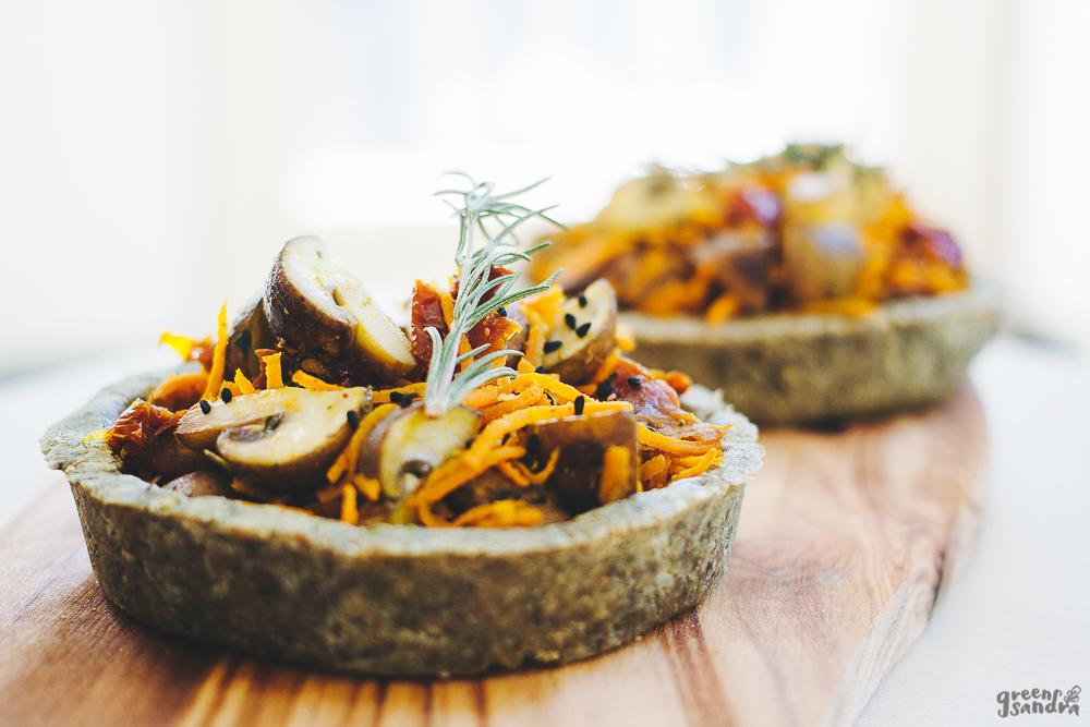 Tartaletas de pipa de calabaza y verduras salteadas